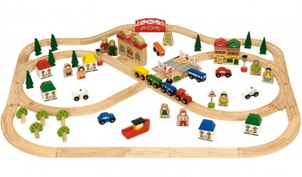 Trenini di legno circuiti lunghi: giocattoli senza tempo